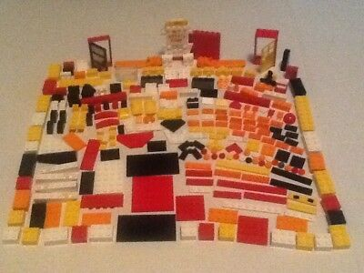 USED LEGO LOT 235+PIECES WITH A WITH SPONGEBOB THE KRUSTY KRAB THEME (Lot #-103)