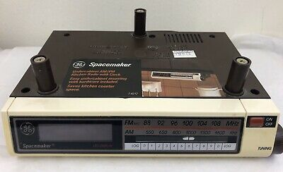 GE Spacemaker Under-Cabinet AM/FM Kitchen Radio w/ Clock Model 7-4212A WORKS