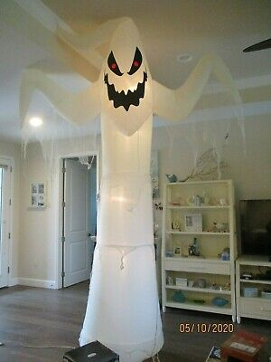 Halloweem Gemmy 12 ft Light Up Giant Spooky Ghost Airblown Inflatable excellent